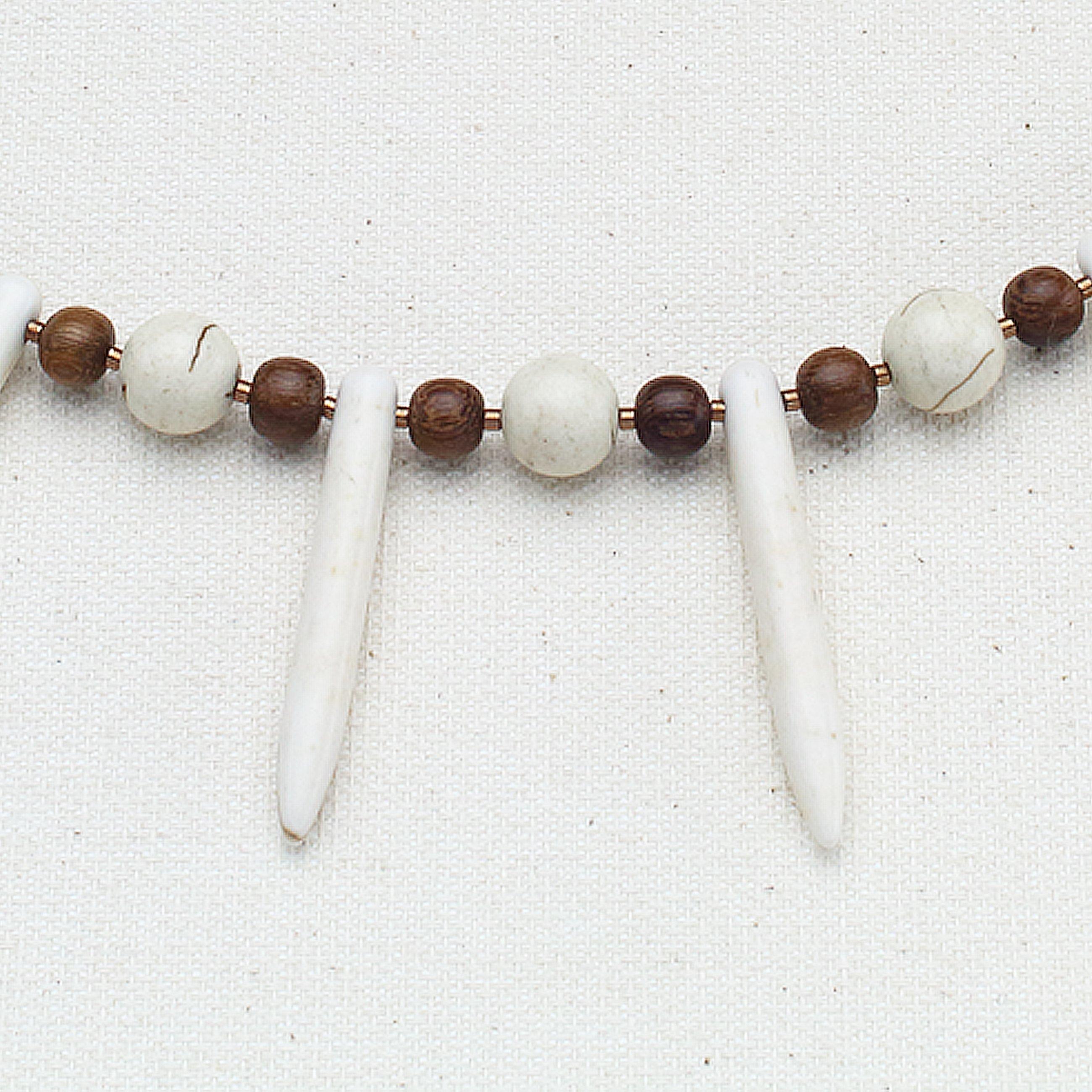 N635 - Snowy Woodland Fan Necklace